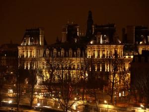 Hotel de Ville at night.
