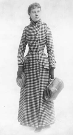 Nellie Bly in the outfit in which she travelled the world in 1889. Image from WikiCommons.