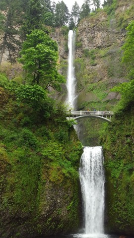 Beautiful Multnomah Falls. Photo by Beth Santos of Wanderful.
