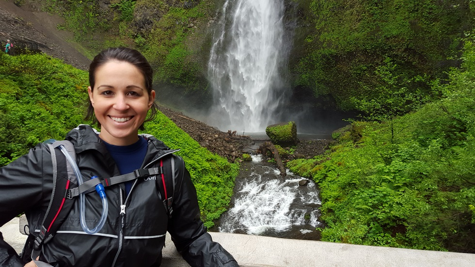 Beth hikes to Multnomah Falls. Photo by Beth Santos of Wanderful.
