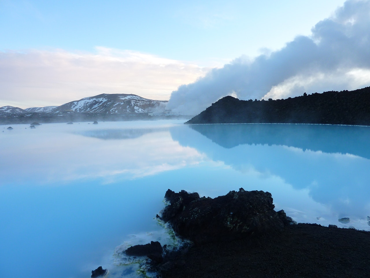 women's guide to Iceland from Wanderful - image of the natural beauty