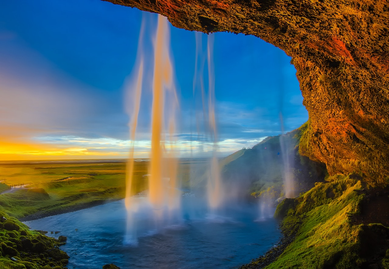 travel guide to Iceland - land of waterfalls and epic vistas