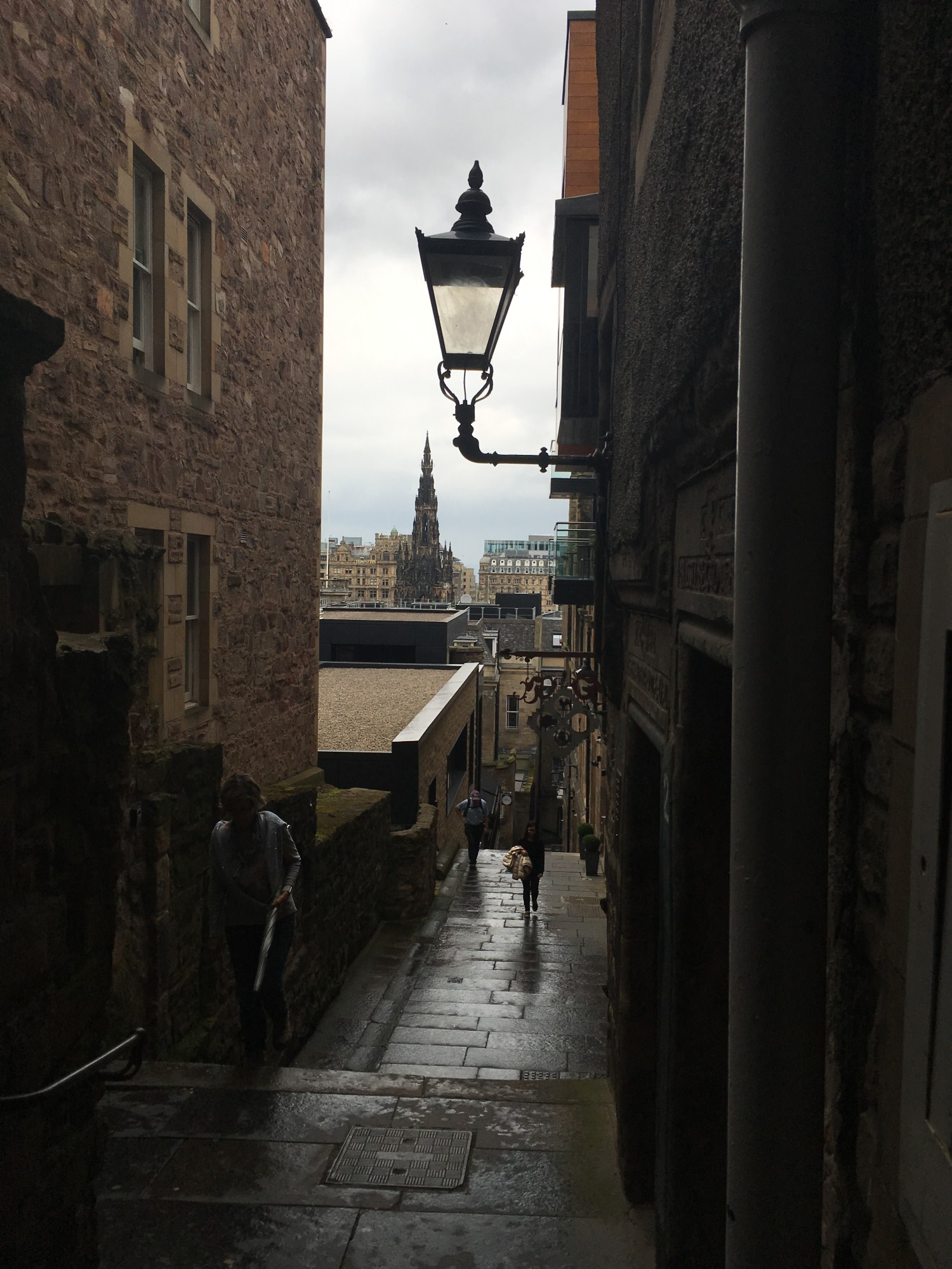 View of a narrow close with a lamp overhead - tips for planning a trip to Edinburgh, Scotland, from Wanderful